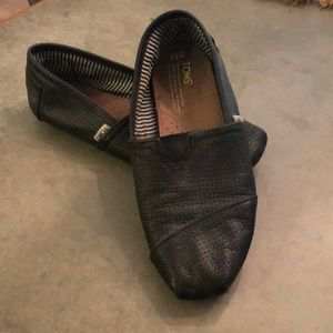 TOMS black Perforated Leather Classics size 9.5